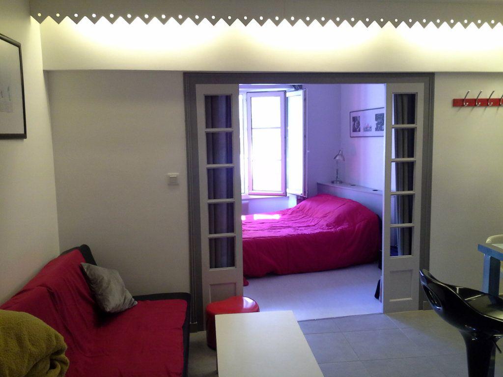 Appartement à louer 2 29.56m2 à La Rochelle vignette-1