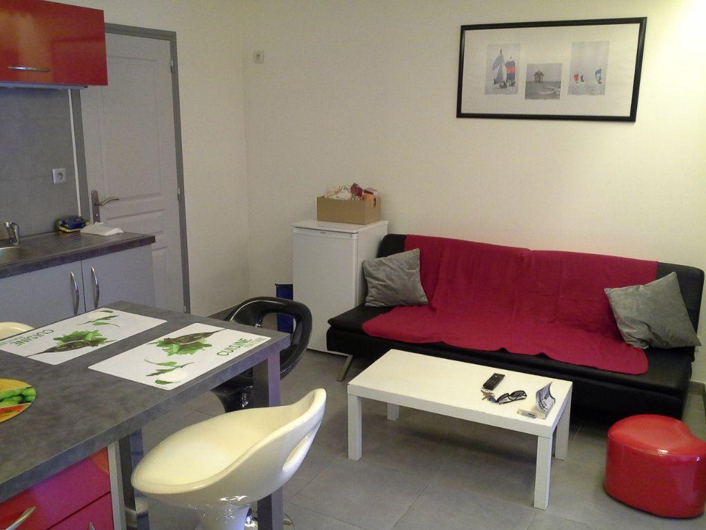 Appartement à louer 2 29.56m2 à La Rochelle vignette-3