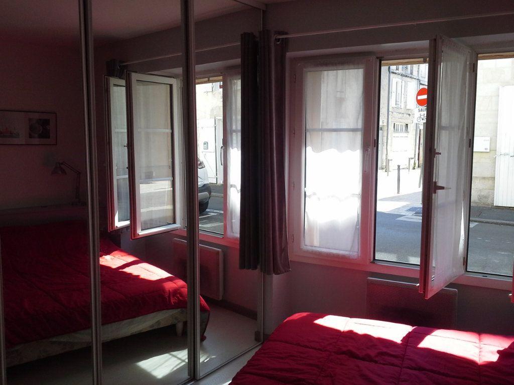 Appartement à louer 2 29.56m2 à La Rochelle vignette-4