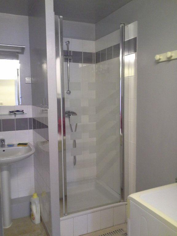 Appartement à louer 2 29.56m2 à La Rochelle vignette-5