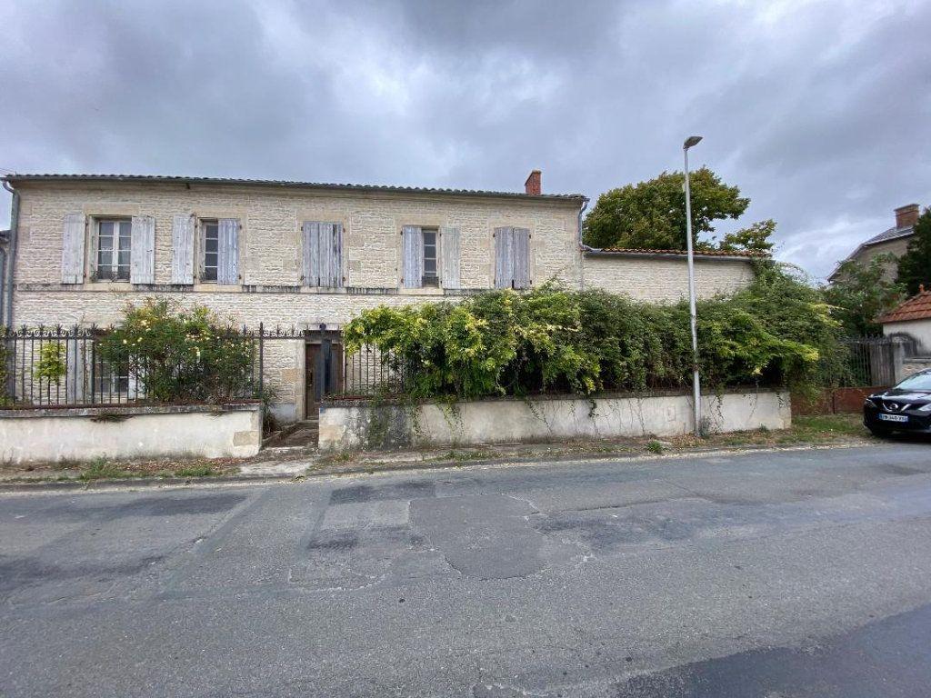 Maison à vendre 8 270m2 à Saint-Jean-de-Liversay vignette-1