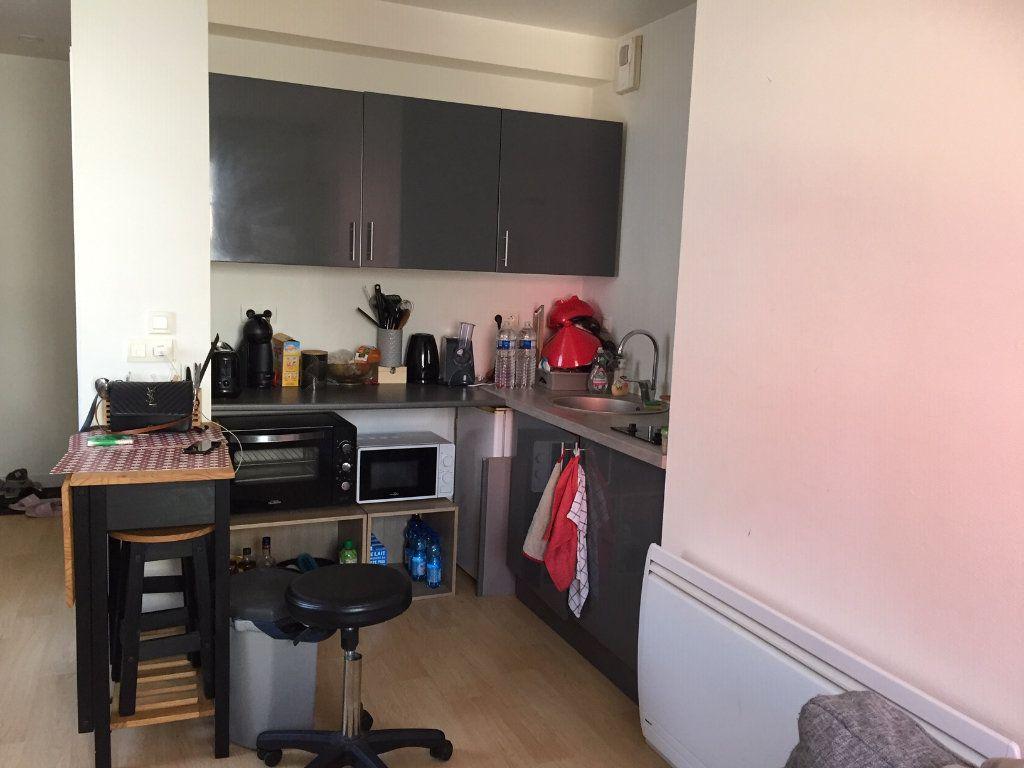 Appartement à vendre 2 37m2 à La Rochelle vignette-3