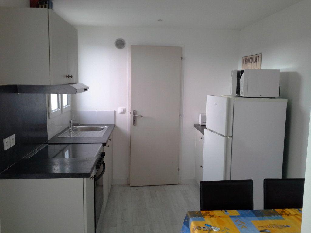 Maison à louer 2 27.75m2 à La Rochelle vignette-2