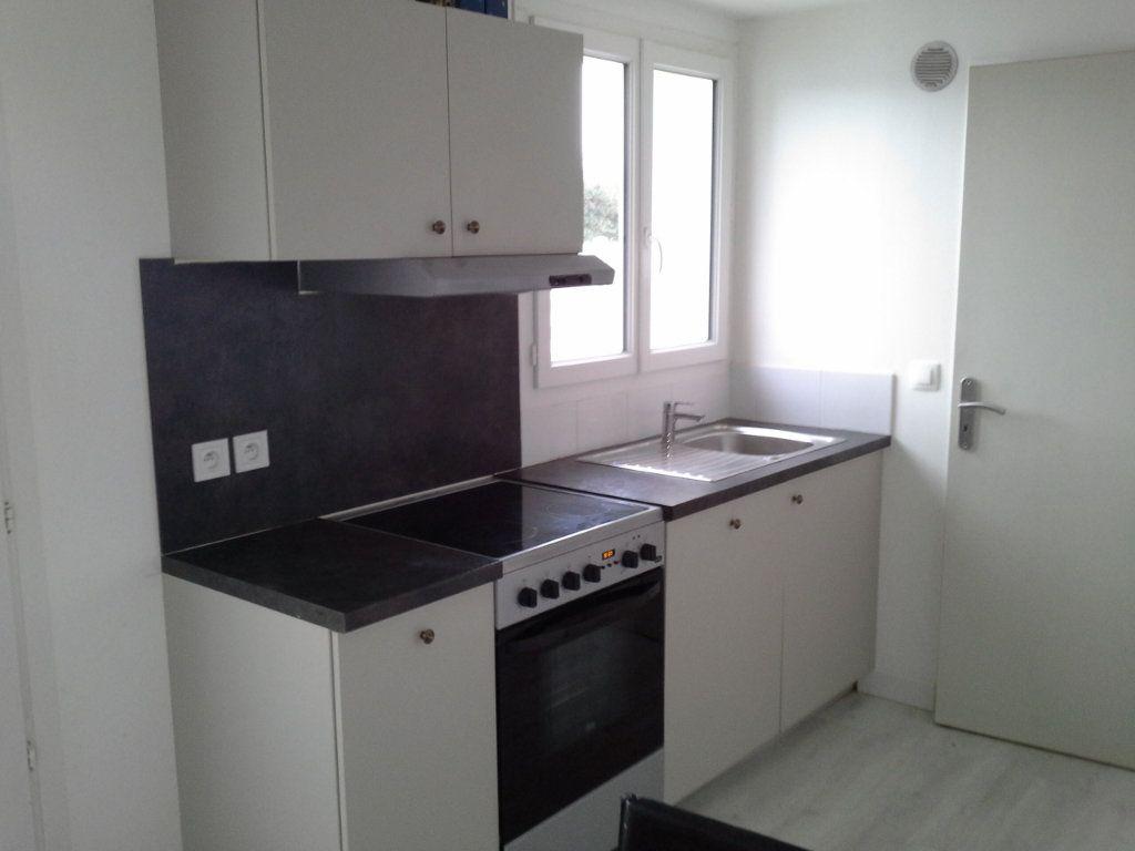 Maison à louer 2 27.75m2 à La Rochelle vignette-3