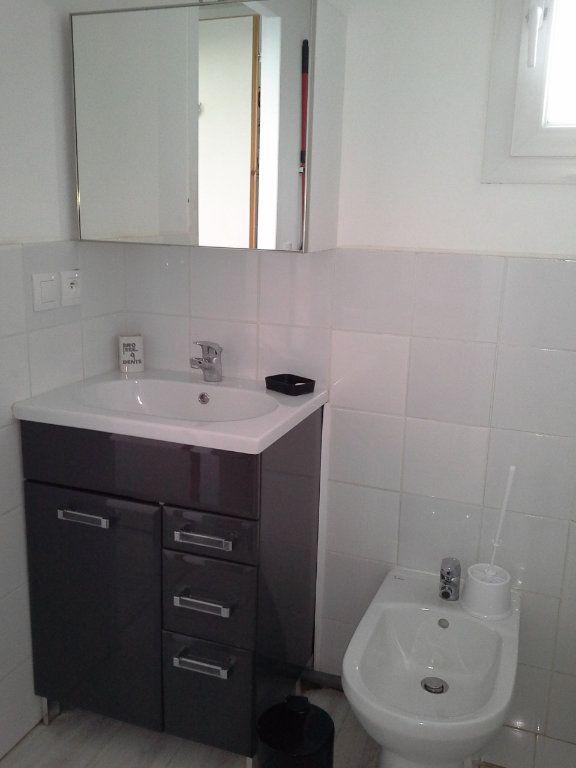 Maison à louer 2 27.75m2 à La Rochelle vignette-4