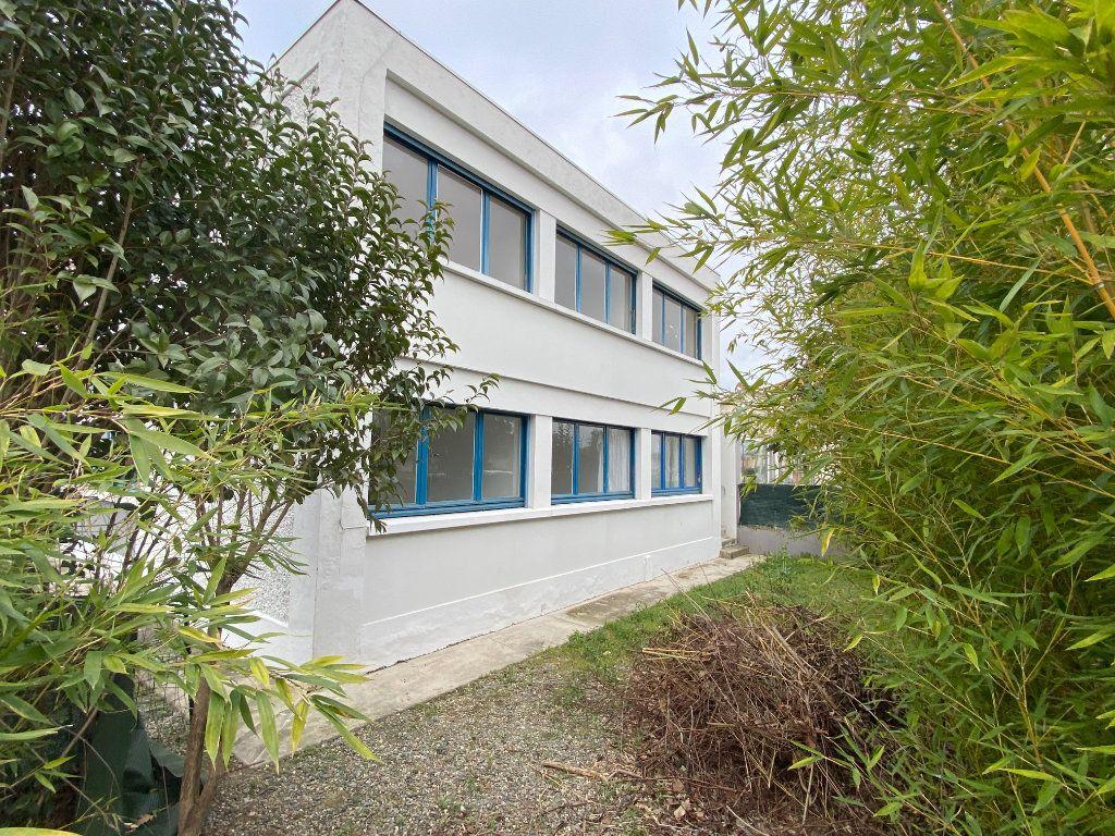 Immeuble à vendre 0 266m2 à Saint-Jean vignette-1