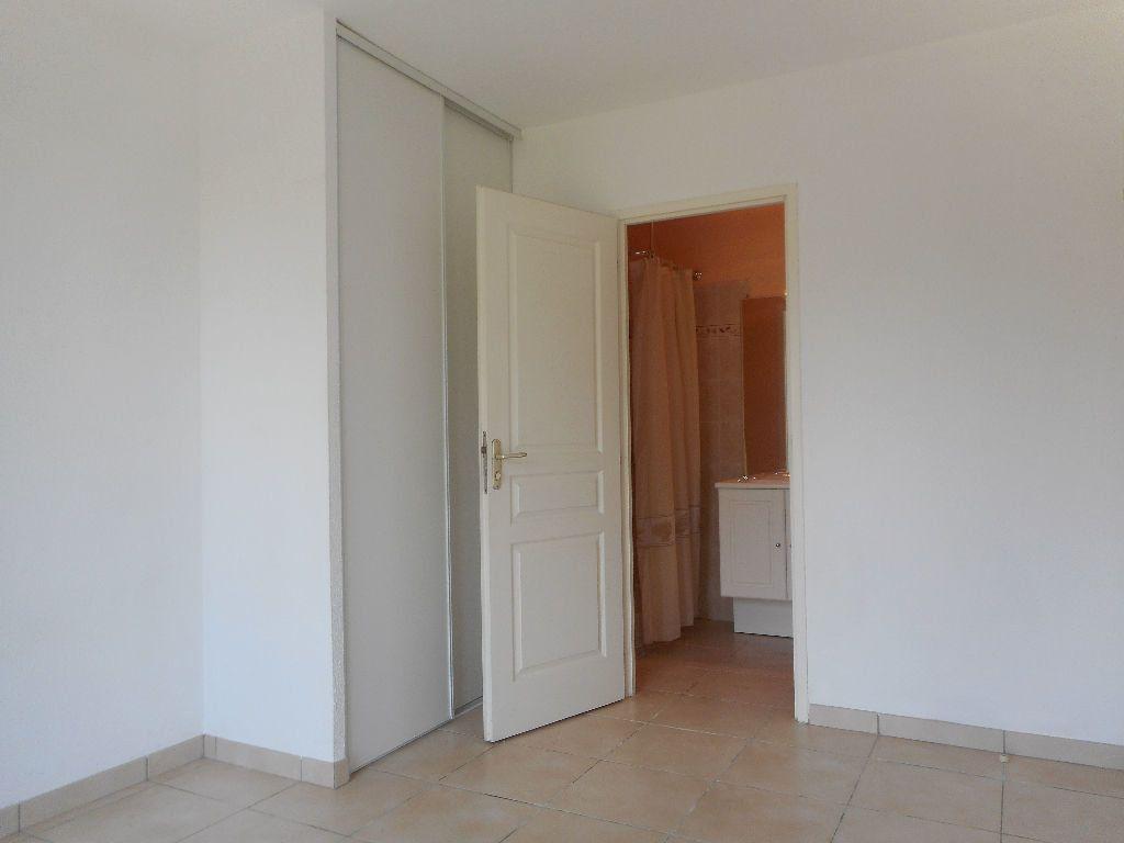 Maison à louer 5 104m2 à Daux vignette-5