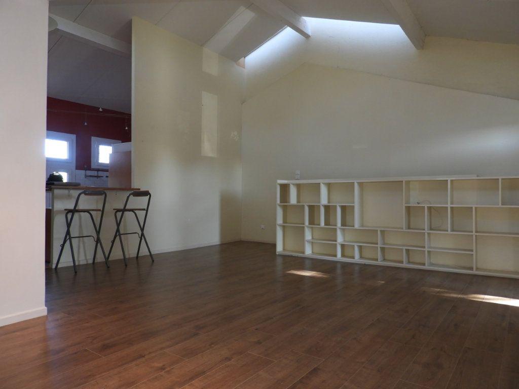 Appartement à louer 3 80m2 à Saint-Geniès-Bellevue vignette-1