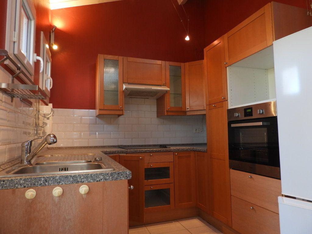 Appartement à louer 3 80m2 à Saint-Geniès-Bellevue vignette-2