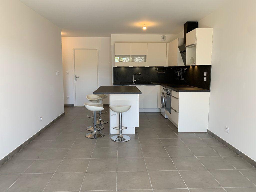 Appartement à louer 3 62.79m2 à Saint-Jean vignette-2
