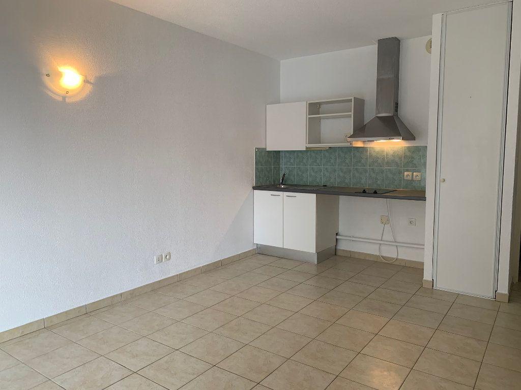 Appartement à louer 1 28m2 à Saint-Jean vignette-1