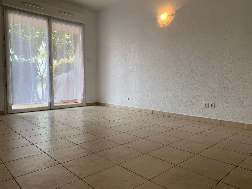 Appartement à louer 1 28m2 à Saint-Jean vignette-2