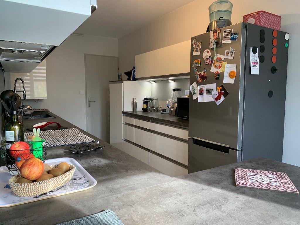 Appartement à louer 4 110.52m2 à Toulouse vignette-5