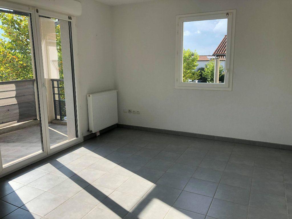 Appartement à louer 2 41.59m2 à Saint-Geniès-Bellevue vignette-1