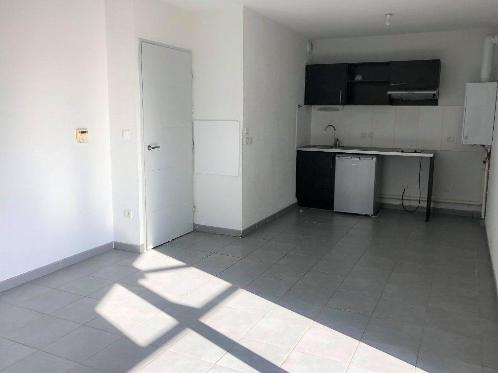 Appartement à louer 2 41.59m2 à Saint-Geniès-Bellevue vignette-2