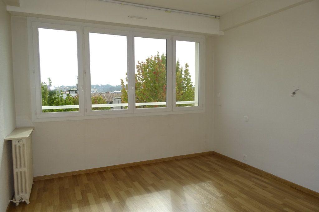Appartement à louer 3 81.2m2 à Bayonne vignette-5