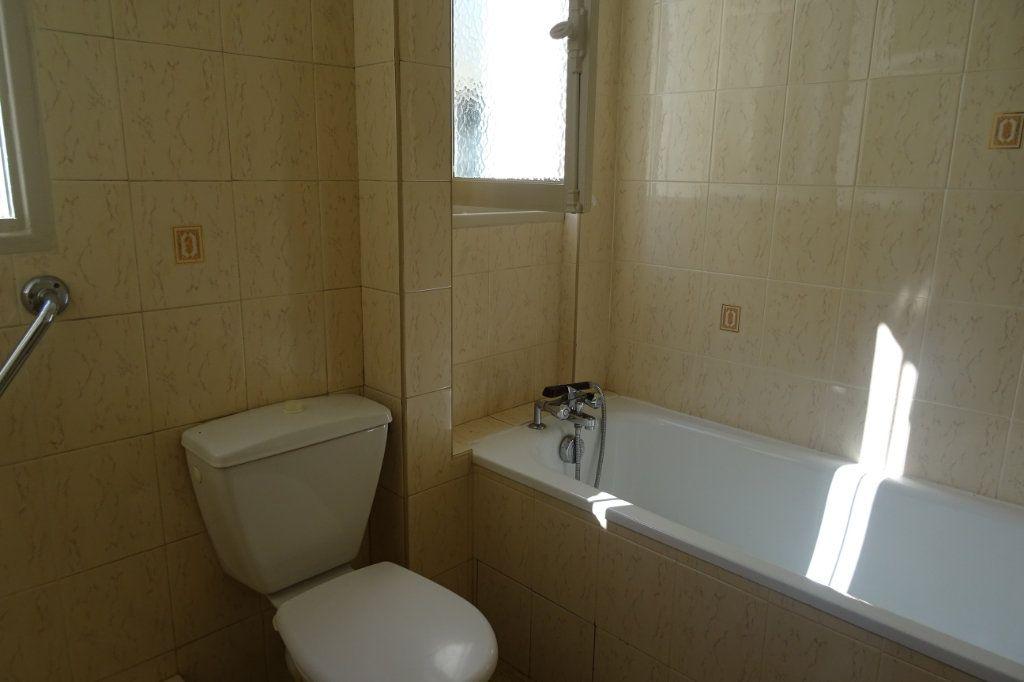 Appartement à louer 3 66.02m2 à Bayonne vignette-5