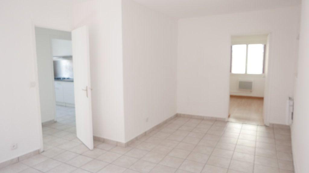 Appartement à louer 3 52m2 à Loriol-sur-Drôme vignette-1