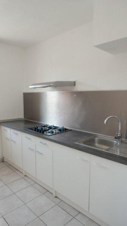 Appartement à louer 3 52m2 à Loriol-sur-Drôme vignette-2