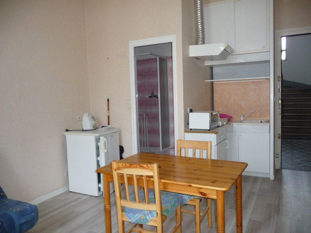 Appartement à louer 1 20m2 à Montélimar vignette-1