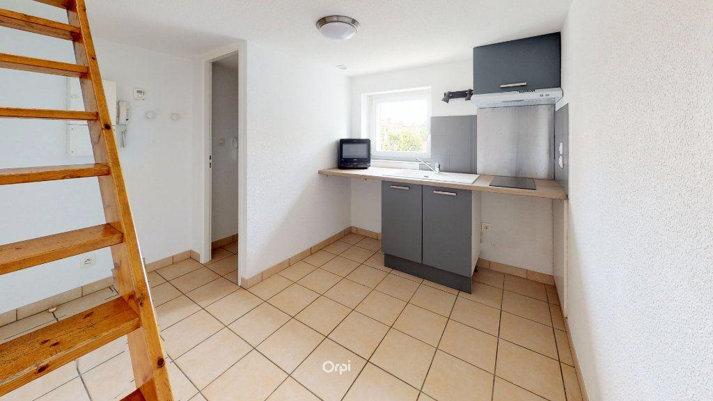 Appartement à louer 1 13.5m2 à Tournon-sur-Rhône vignette-1