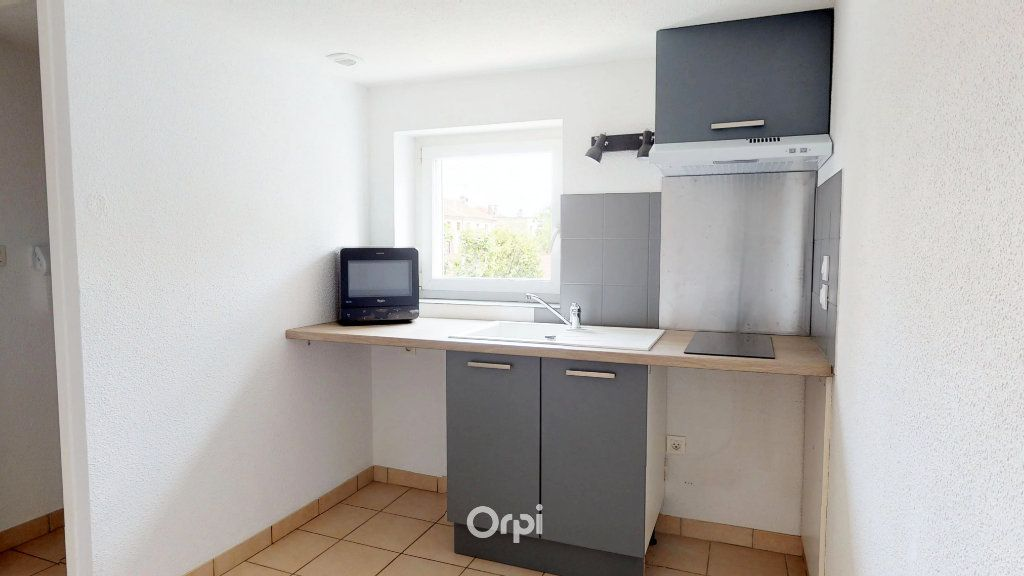 Appartement à louer 1 13.5m2 à Tournon-sur-Rhône vignette-2