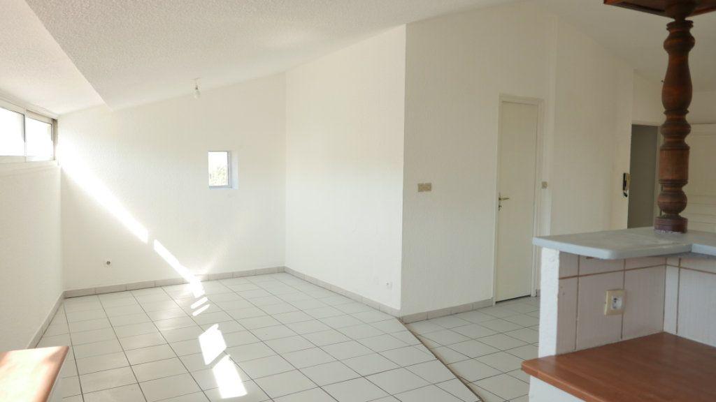 Appartement à louer 4 81.75m2 à Loriol-sur-Drôme vignette-3