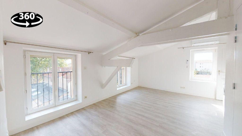 Appartement à louer 2 31m2 à Tournon-sur-Rhône vignette-2