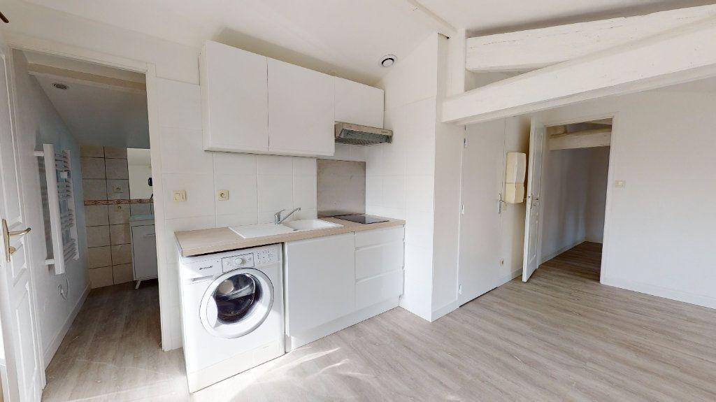 Appartement à louer 2 31m2 à Tournon-sur-Rhône vignette-3