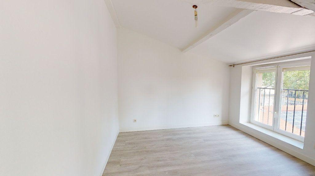 Appartement à louer 2 31m2 à Tournon-sur-Rhône vignette-4