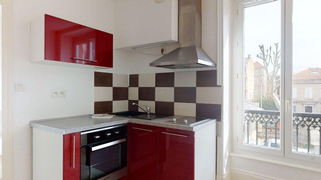 Appartement à louer 1 33m2 à Tournon-sur-Rhône vignette-1