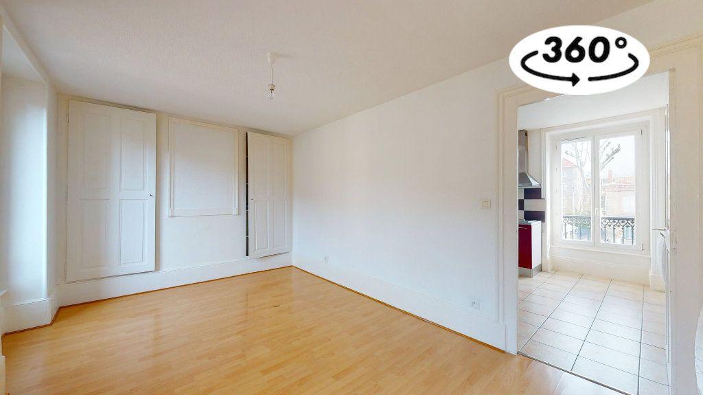 Appartement à louer 1 33m2 à Tournon-sur-Rhône vignette-3
