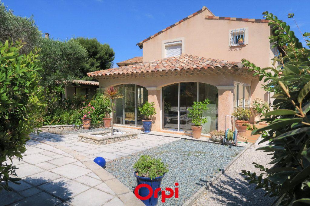 Maison à vendre 10 219m2 à Saint-Cyr-sur-Mer vignette-1