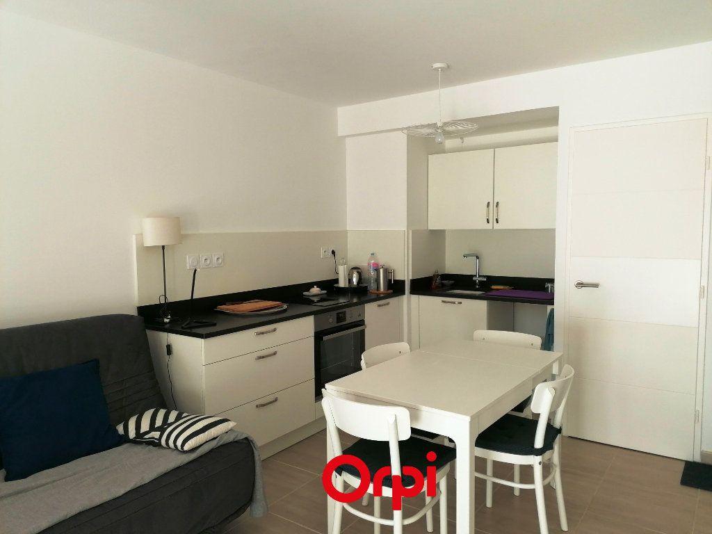 Appartement à vendre 2 37m2 à Saint-Cyr-sur-Mer vignette-2