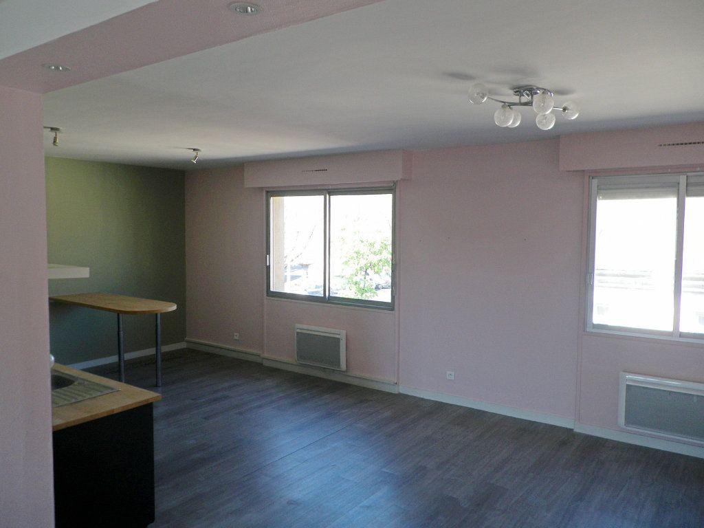 Appartement à vendre 6 147.69m2 à Angoulême vignette-2