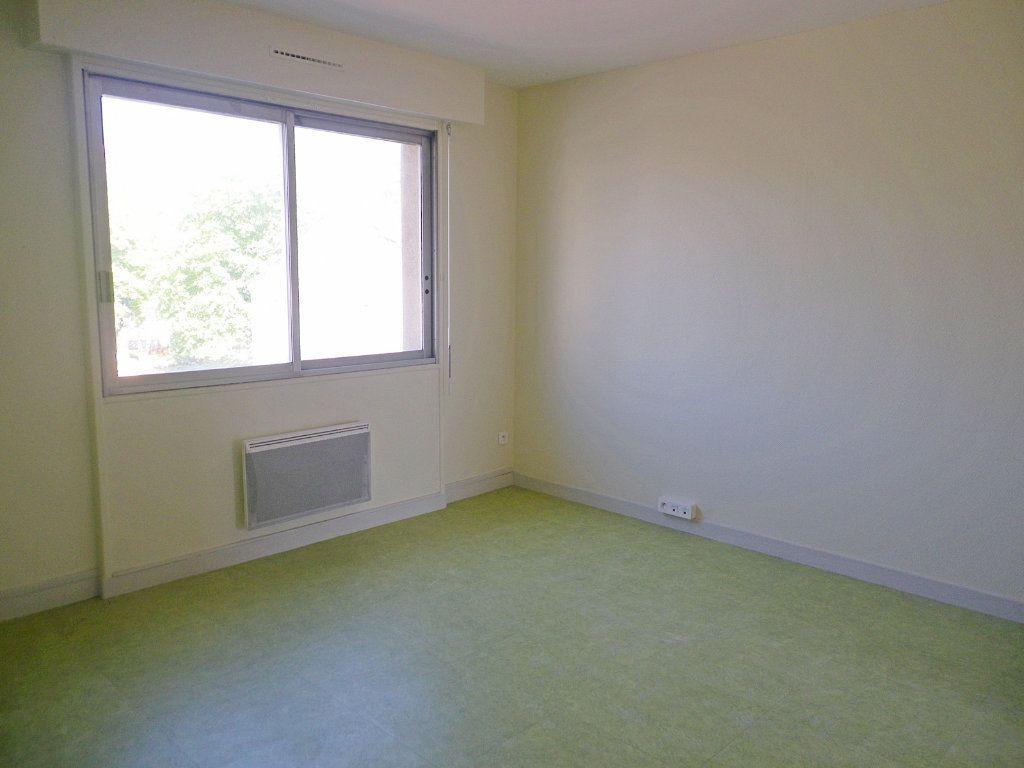 Appartement à vendre 6 147.69m2 à Angoulême vignette-4