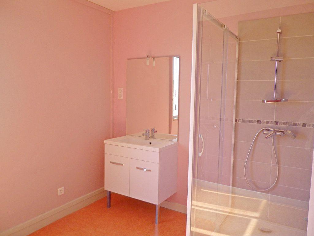 Appartement à vendre 6 147.69m2 à Angoulême vignette-5