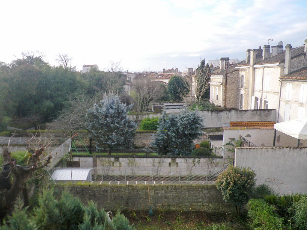 Appartement à vendre 6 147.69m2 à Angoulême vignette-6