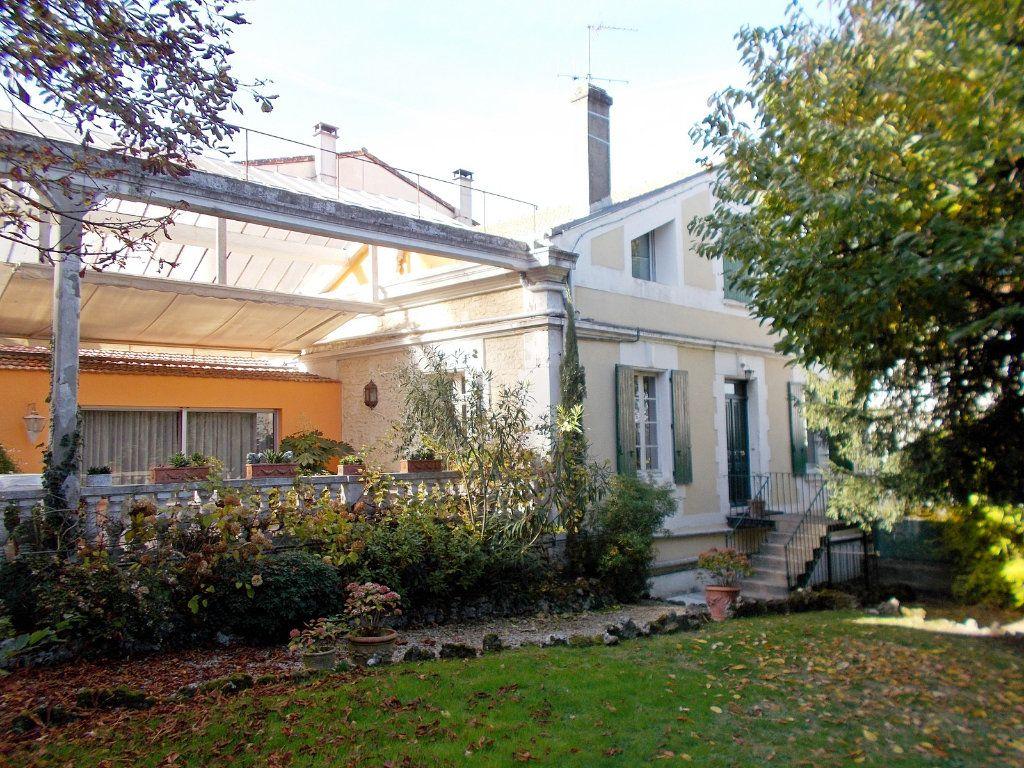 Maison à vendre 10 220m2 à Angoulême vignette-1