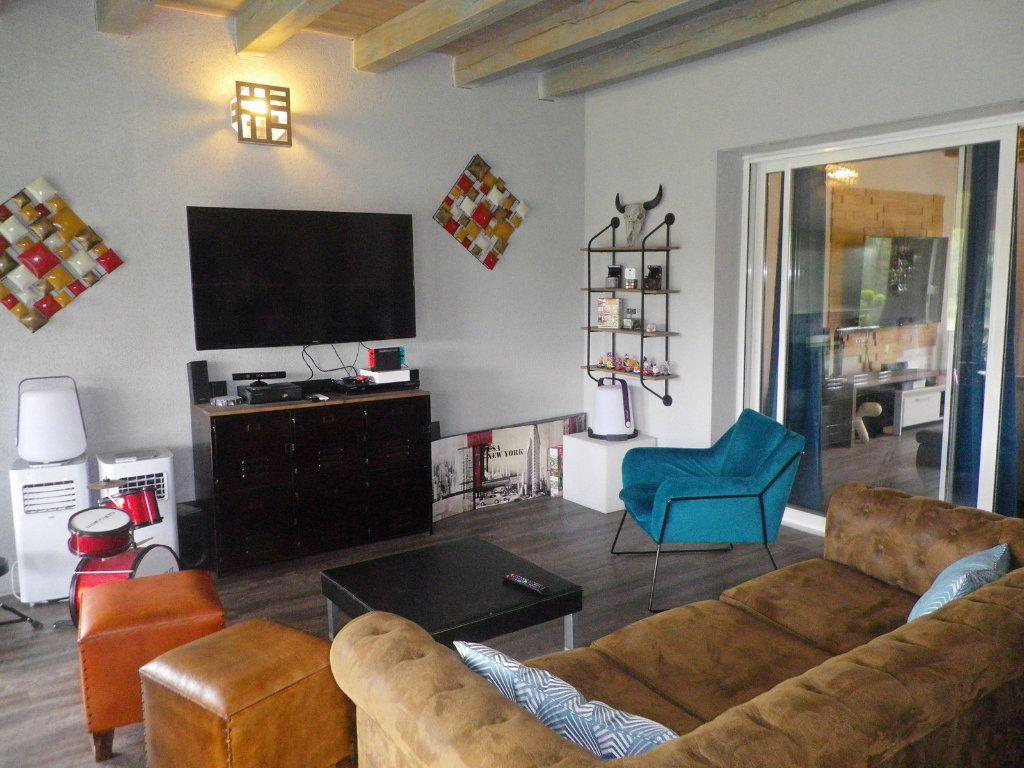 Maison à vendre 10 255m2 à Brie vignette-4