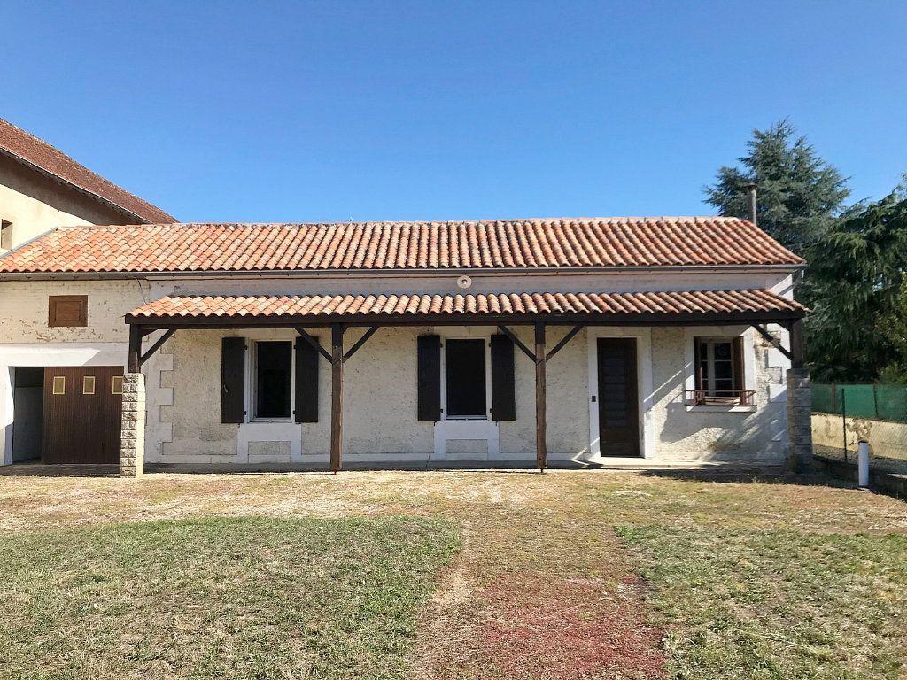 Maison à vendre 9 215m2 à Saint-Yrieix-sur-Charente vignette-1