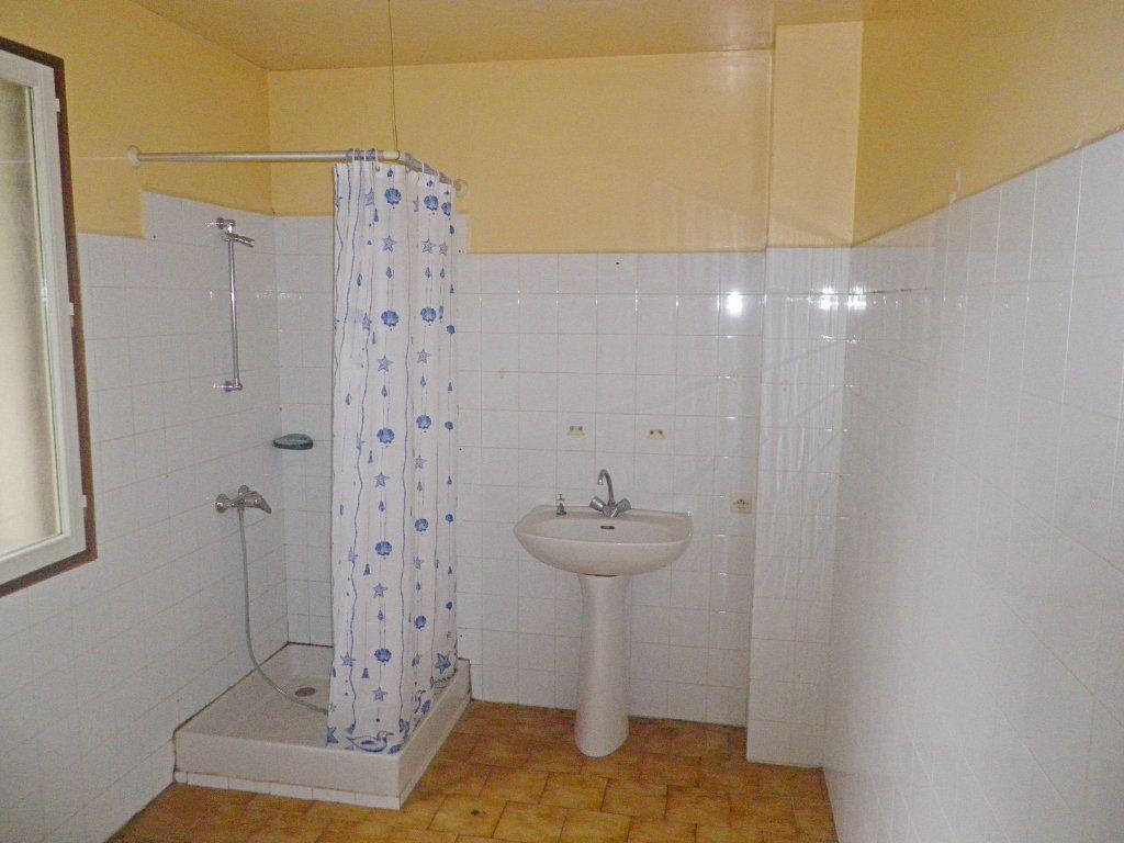 Maison à vendre 9 215m2 à Saint-Yrieix-sur-Charente vignette-6