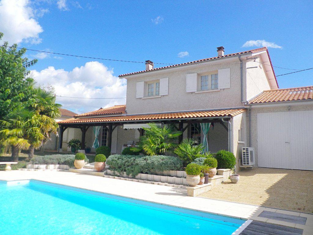 Maison à vendre 7 158m2 à Saint-Michel vignette-1