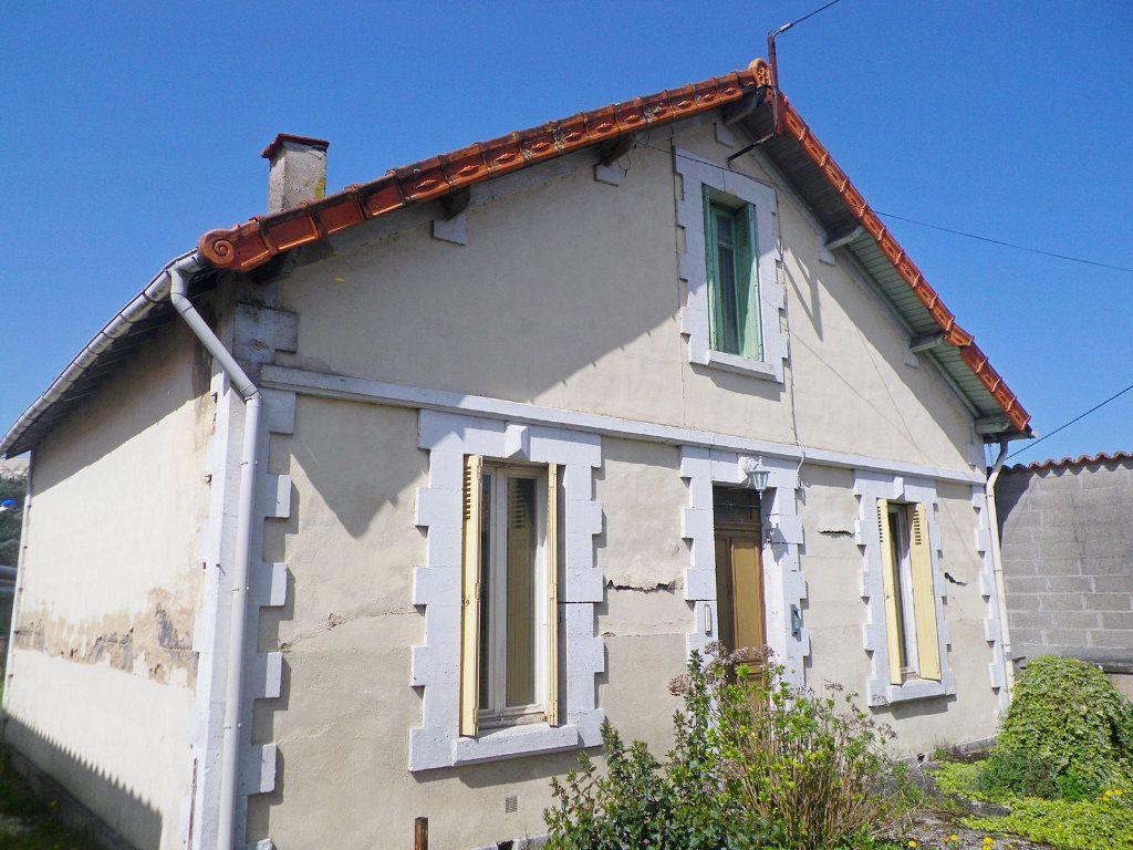 Maison à vendre 6 90m2 à Angoulême vignette-1