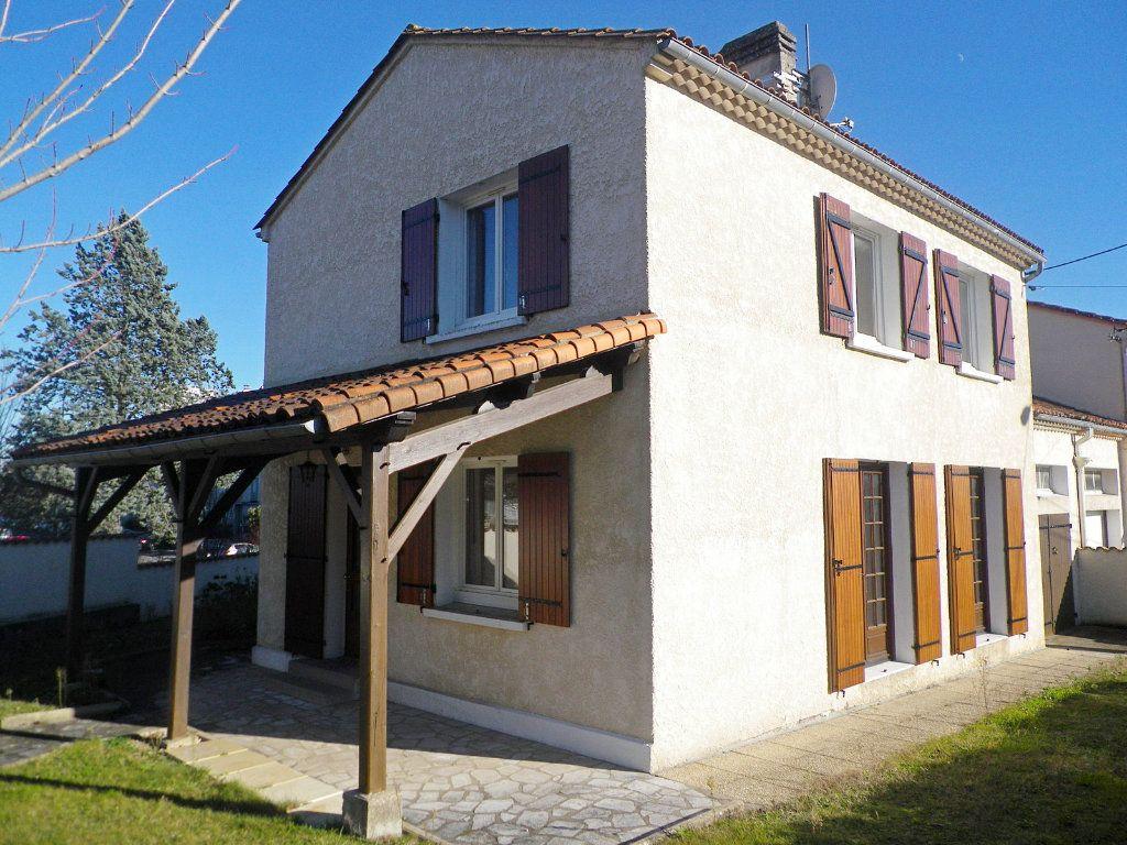 Maison à vendre 4 97m2 à Angoulême vignette-1