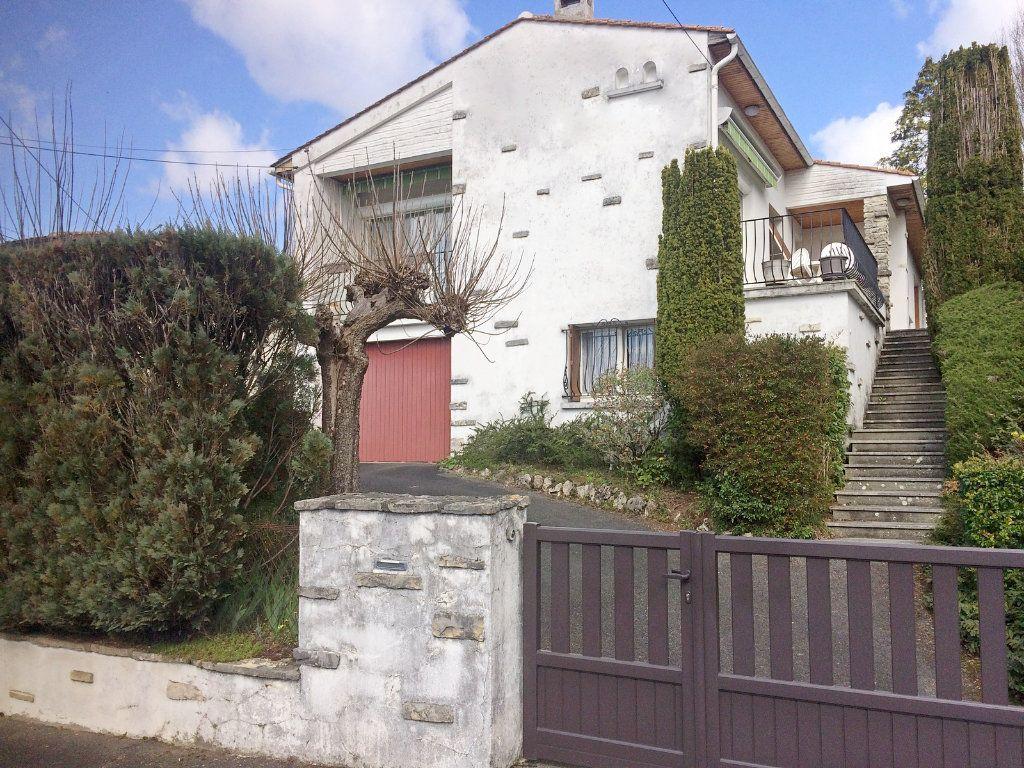 Maison à vendre 6 113m2 à L'Isle-d'Espagnac vignette-1