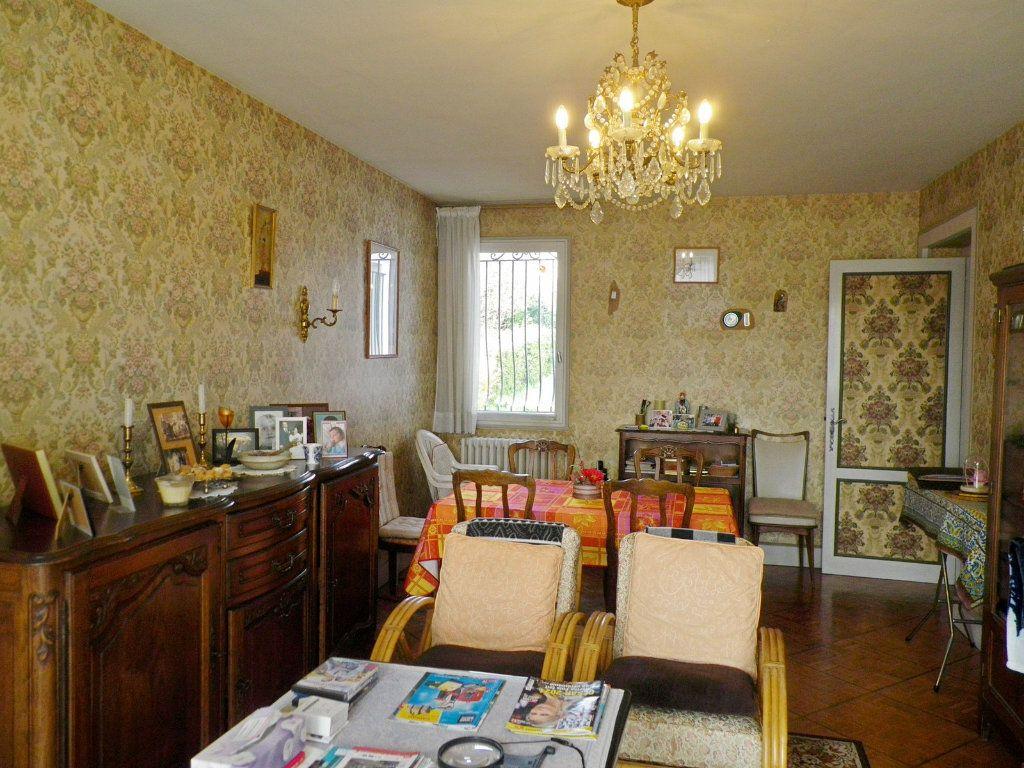 Maison à vendre 6 113m2 à L'Isle-d'Espagnac vignette-3