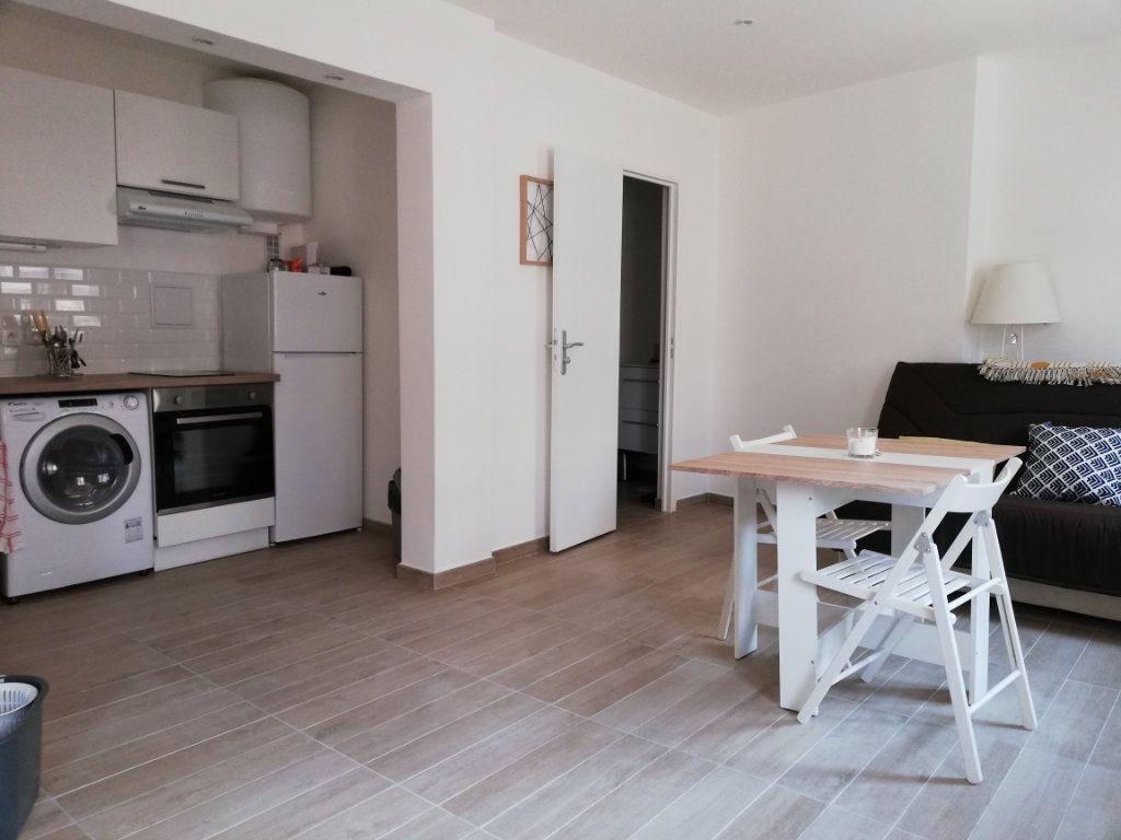 Appartement à louer 1 29.15m2 à Toulon vignette-1