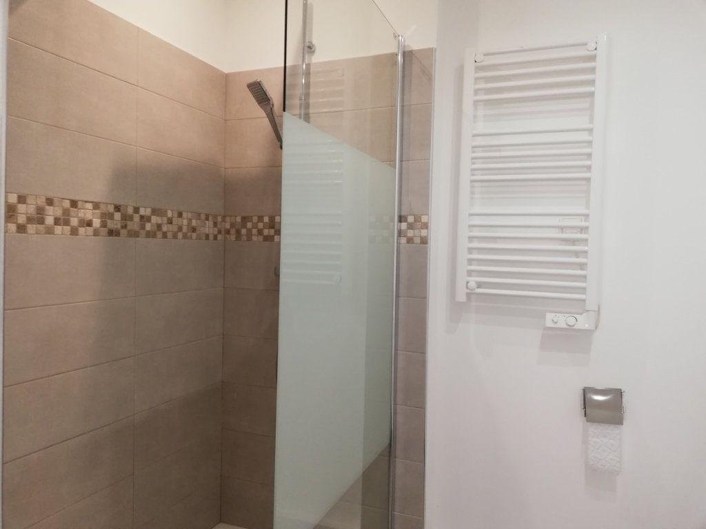 Appartement à louer 1 29.15m2 à Toulon vignette-5
