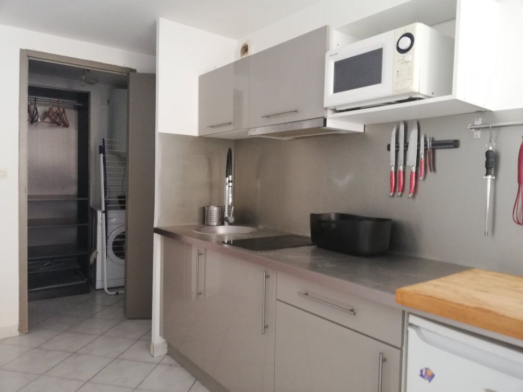 Appartement à louer 1 29.95m2 à Toulon vignette-2